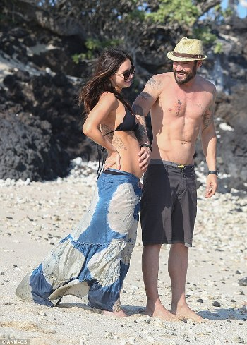 338283F700000578-3561050-Staying_together_Megan_Fox_and_Brian_Austin_Green_are_said_to_be-m-61_1461747303934.jpg