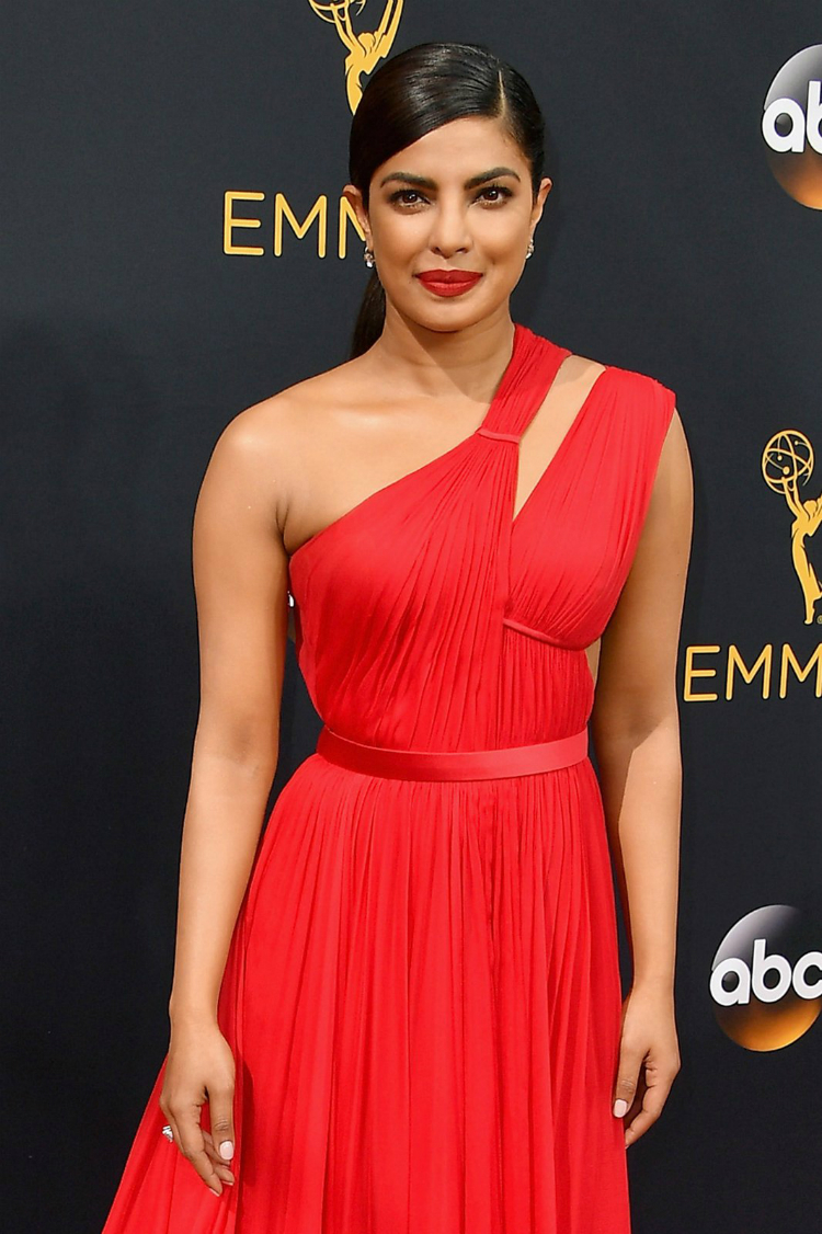 best-beauty-at-the-emmys-2016-03.jpg