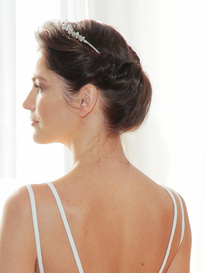 5-wedding-hairstyles-you-can-totally-do-yourself-03.jpg