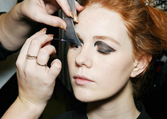 beauty-hack-for-mascara-01.jpg