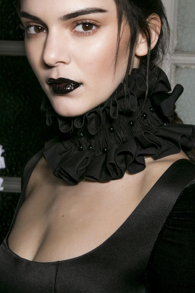 blacklipstick_02.jpg