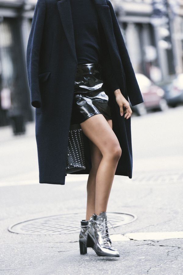 4waystowear-a-patent-leather-skirt-03.jpg