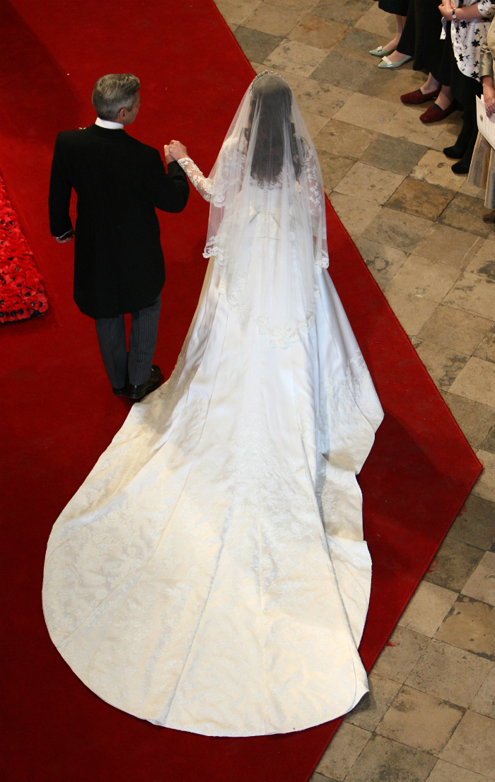 10weddingdresses_that_arebetter_fromtheback_05.jpg