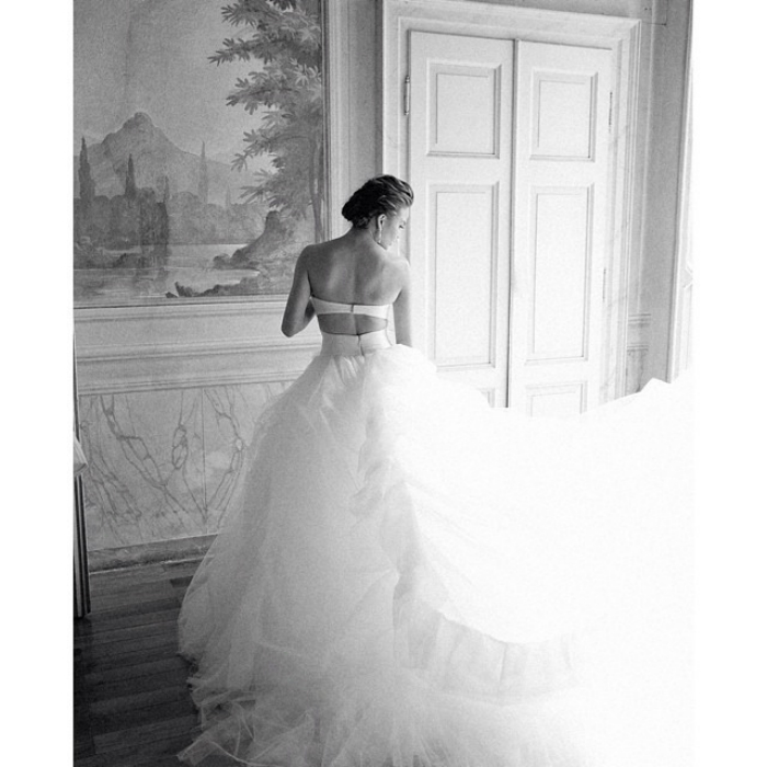 10weddingdresses_that_arebetter_fromtheback_10.jpg
