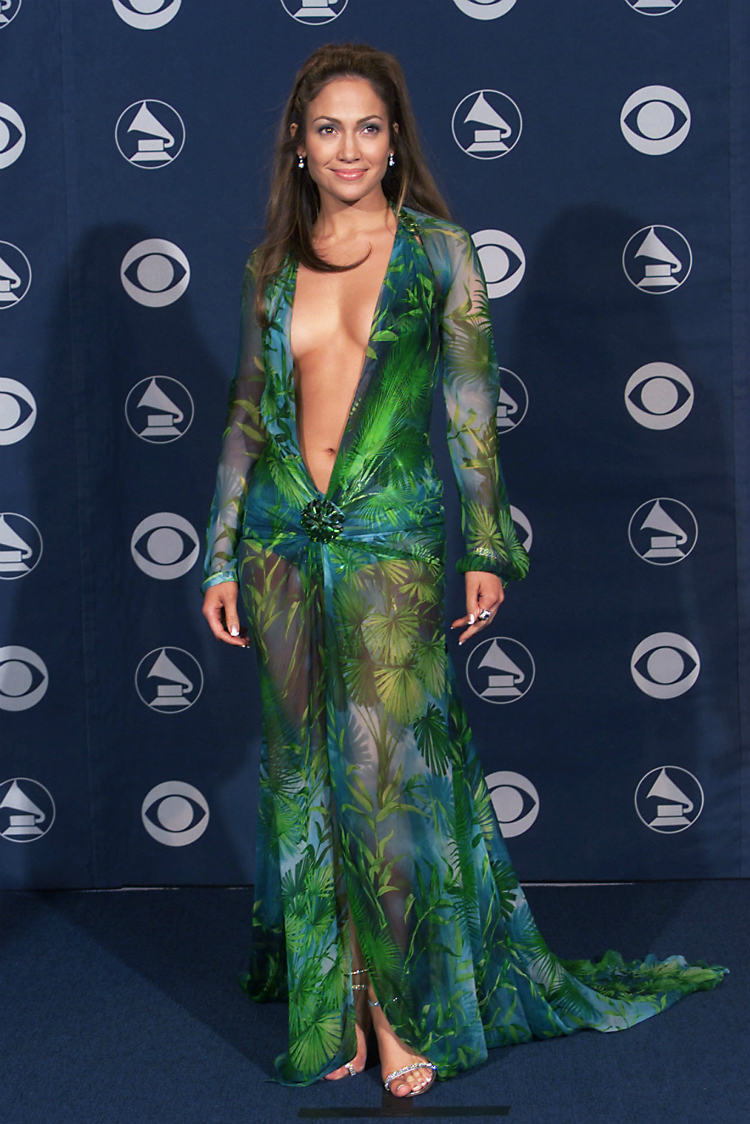 red-carpet-nudity-infamous-dresses-08.jpg