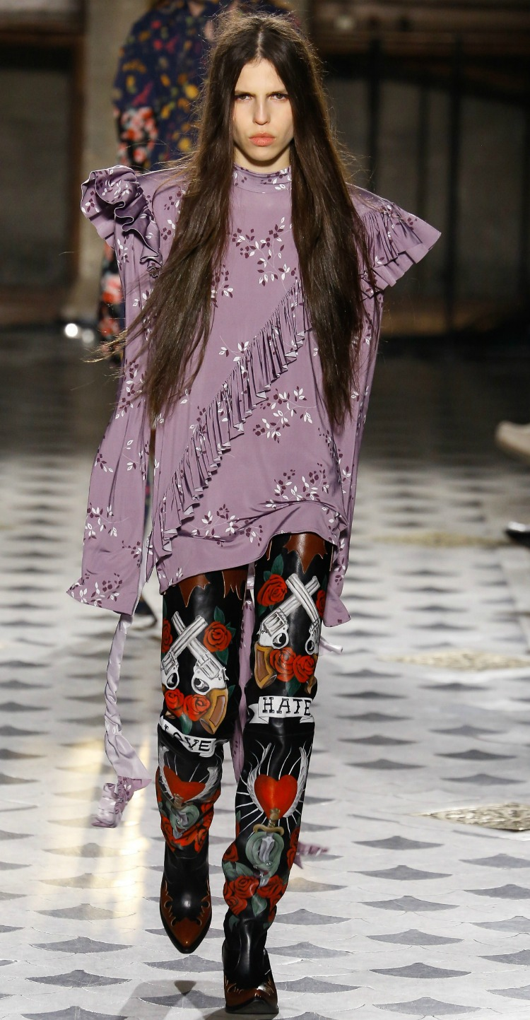 7thingsaboutvetements-aw16-pfw-04.jpg