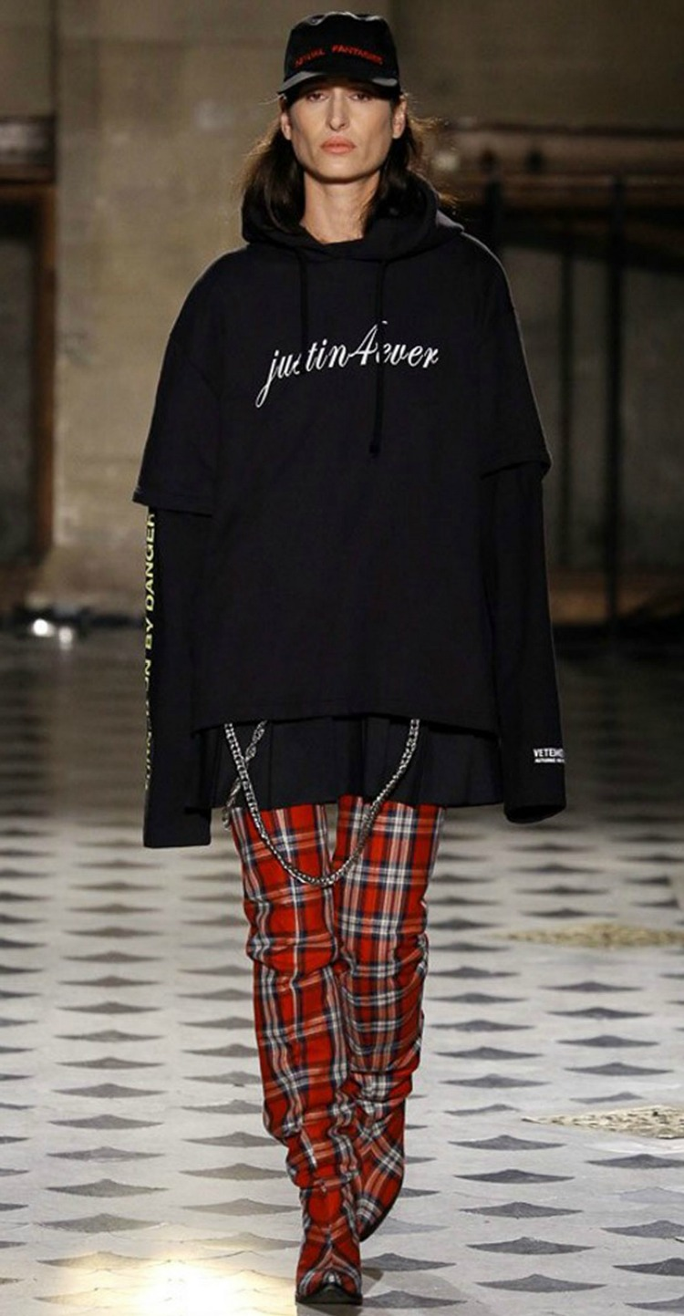 7thingsaboutvetements-aw16-pfw-06.jpg