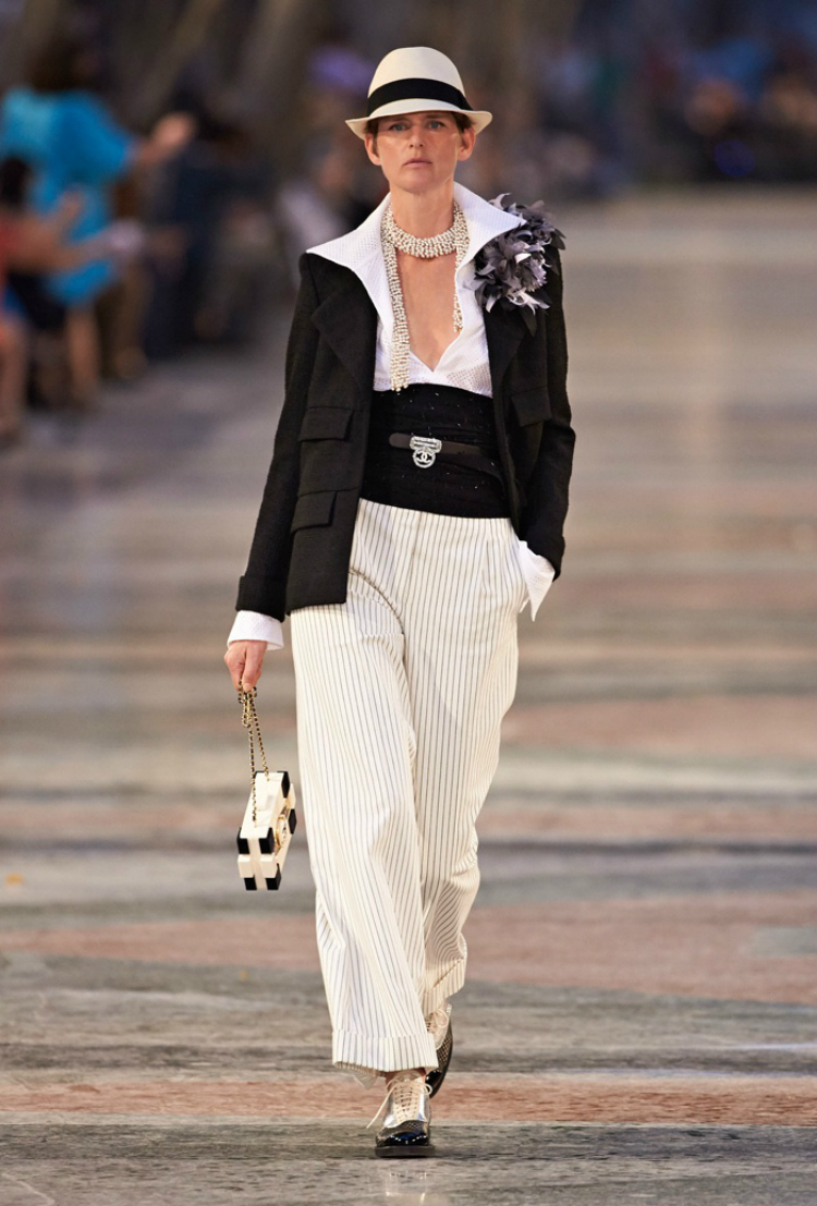 Chanel-Cruise-2017-Runway-Show01.jpg