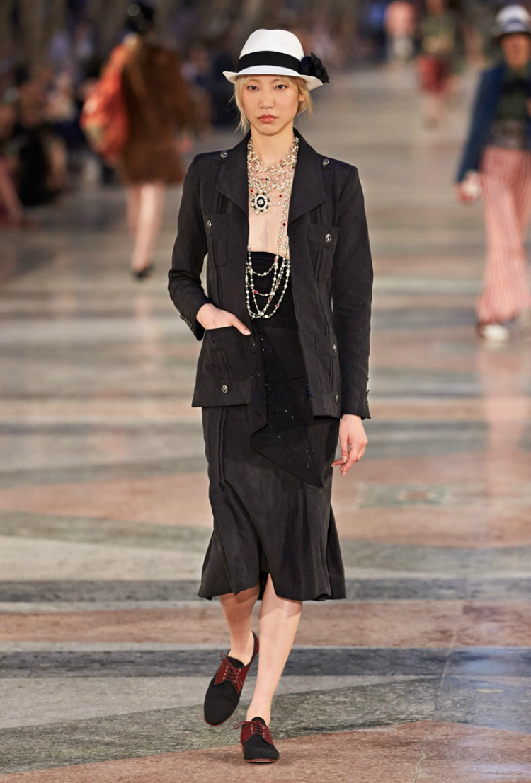 Chanel-Cruise-2017-Runway-Show24.jpg