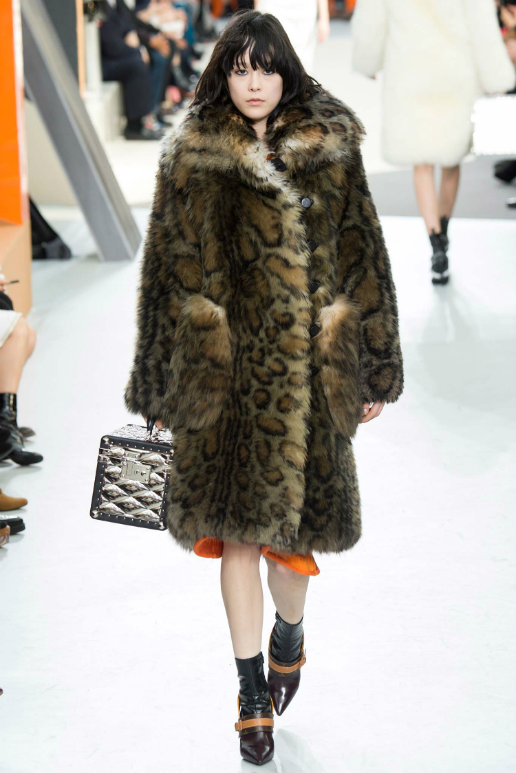 louis-vuitton-fall-winter-2015-runway04.jpg