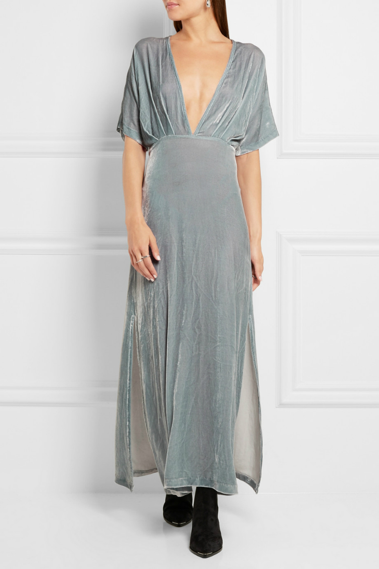 b6cde4cffb80 6 βελούδινα φορέματα που θα σε κάνουν να υποκύψεις στην μεγαλύτερη ...