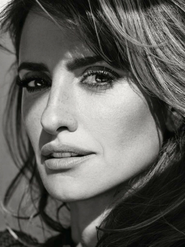 Penelope-Cruz-ELLE-France-November-2015-Cover-Photoshoot02.jpg