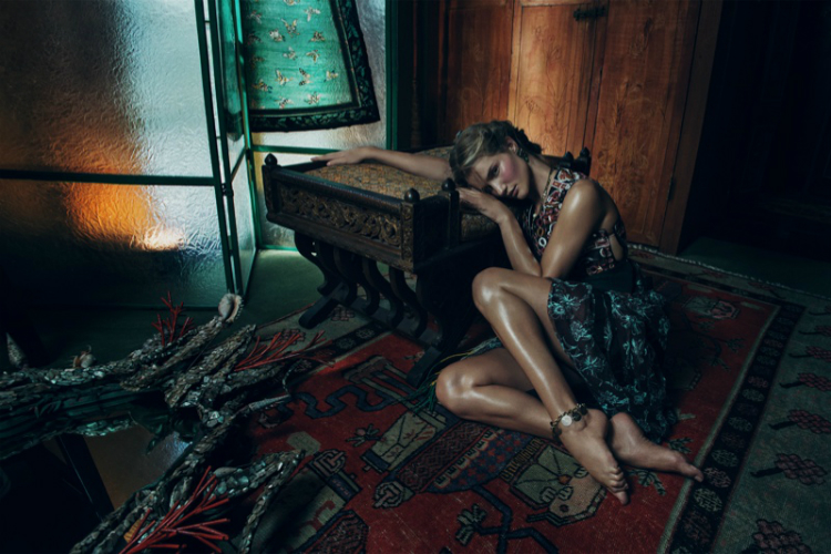 Rosie-Huntington-Whiteley-Vogue-Korea-November-2015-Photoshoot04.jpg