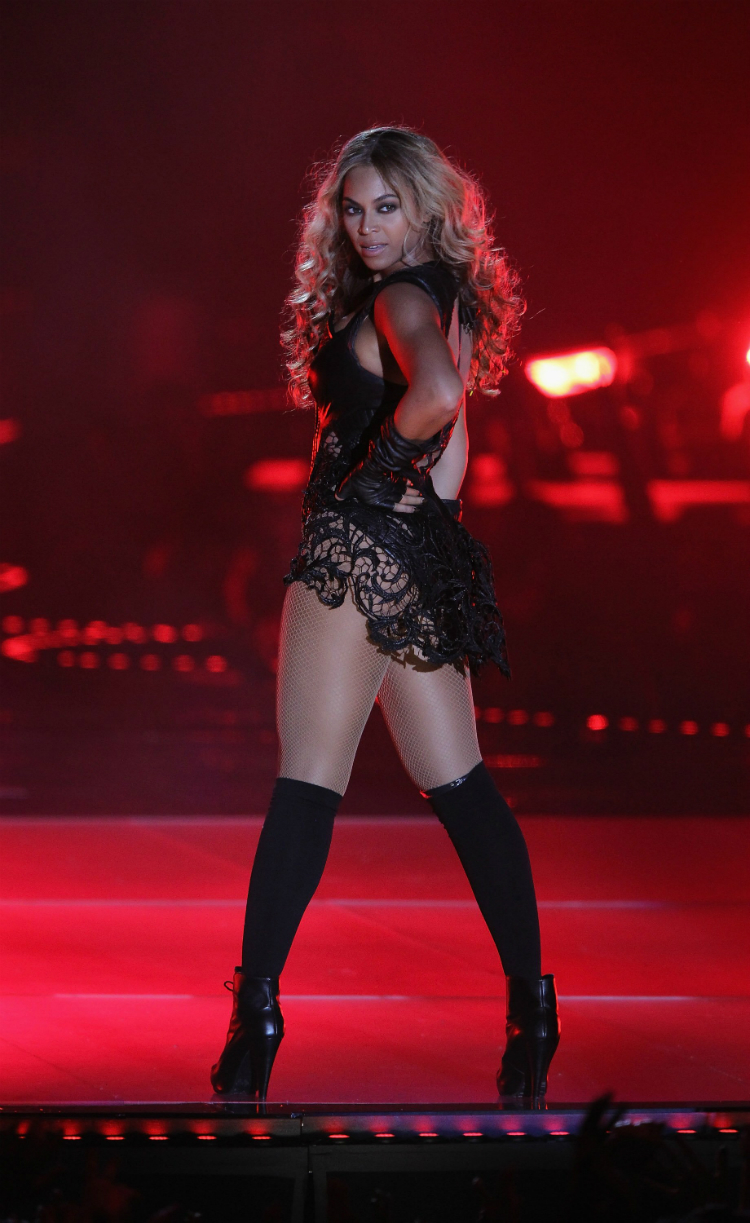 10bey-stunning-outfits-02.jpg