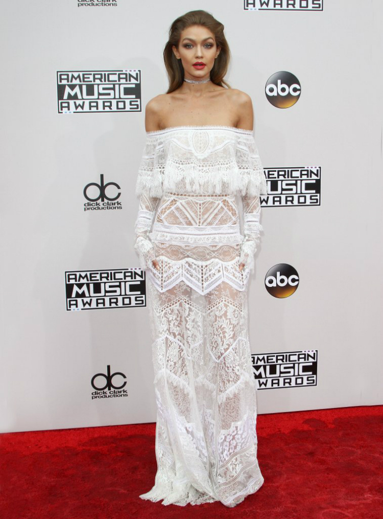6f85c3353be Τα καλύτερα λευκά φορέματα που είδαμε στο κόκκινο χαλί το 2016 ...