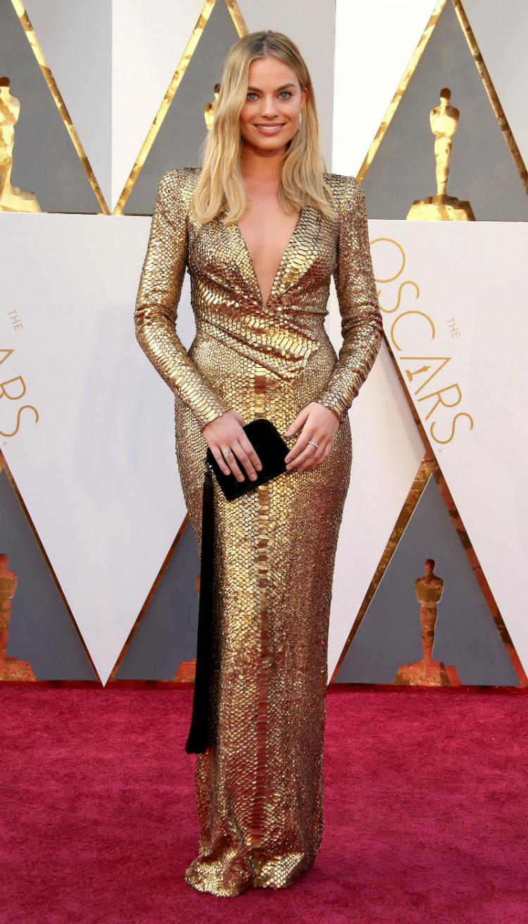 9margot-robbie-best-red-carpet-looks-09.jpg