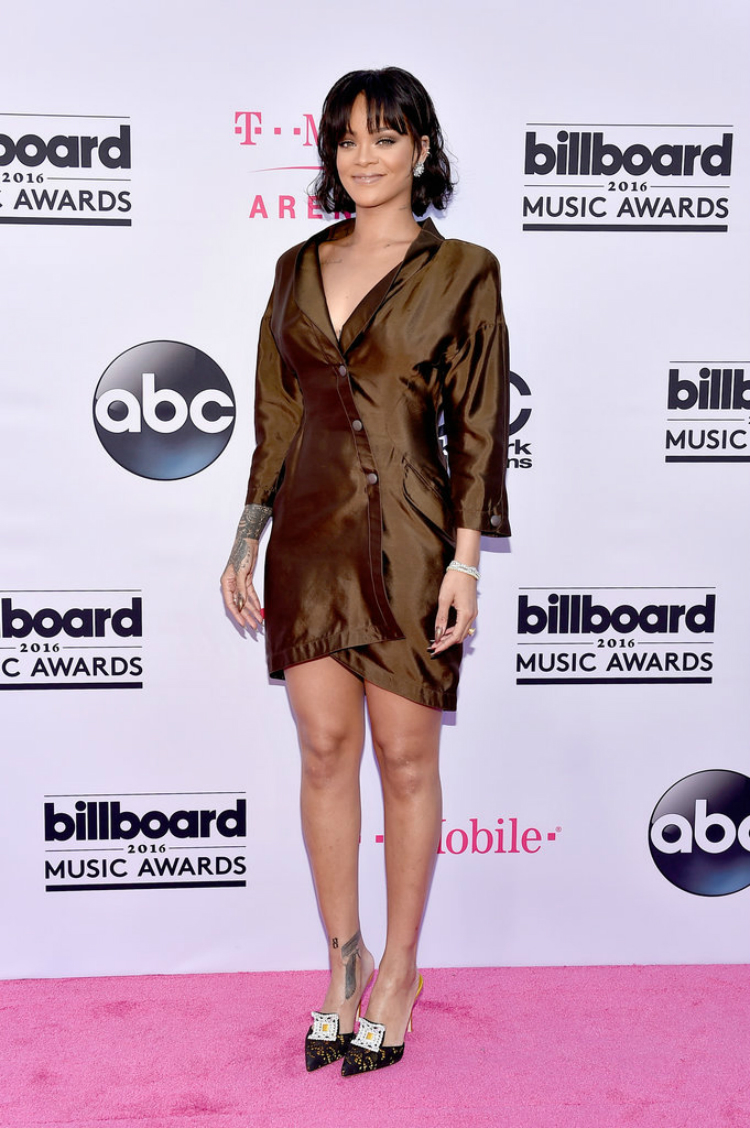 Billboard-Music-Awards-Red-Carpet-Dresses-2016-02.jpg