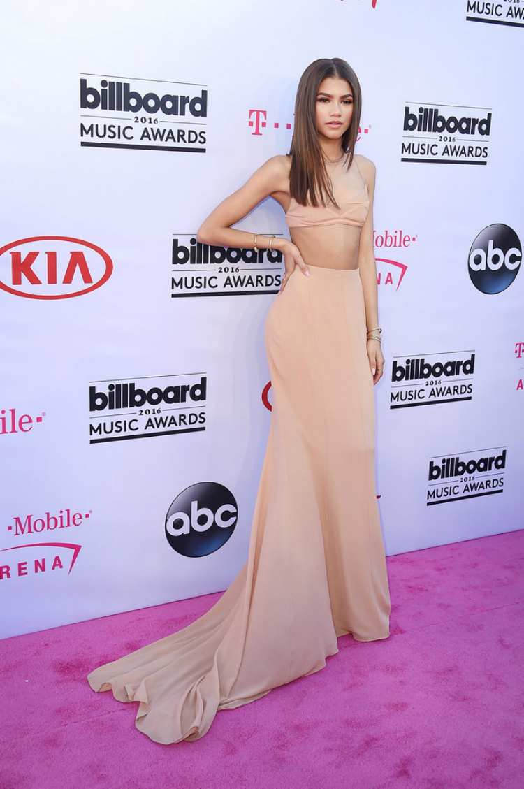 Billboard-Music-Awards-Red-Carpet-Dresses-2016-04.jpg