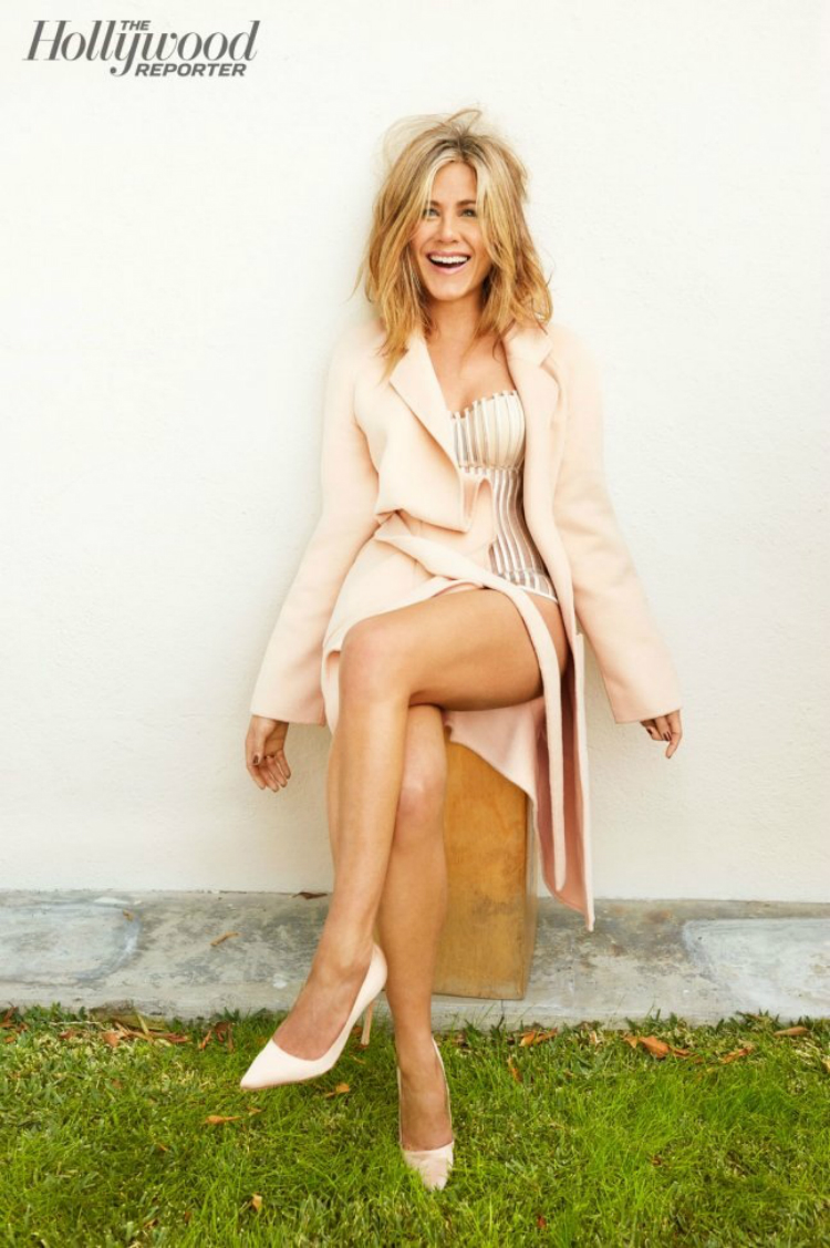 jennifer-aniston-hollywood-reporter-january-2015-photos3.jpg