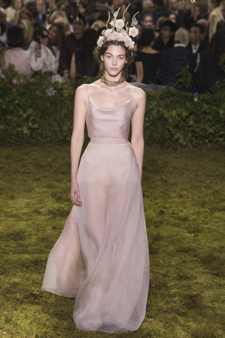 6pink-dresses-wedding-trends-hautecouture-collections-ss17-01.jpg