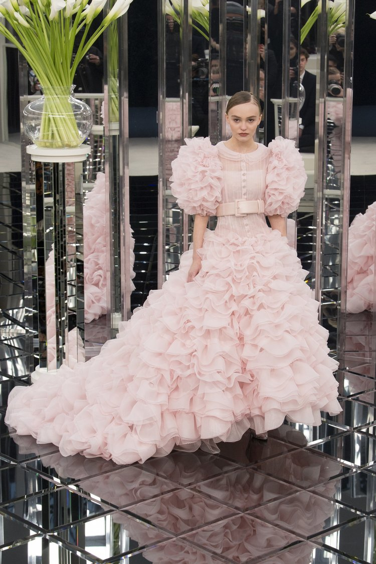 6pink-dresses-wedding-trends-hautecouture-collections-ss17-02.jpg