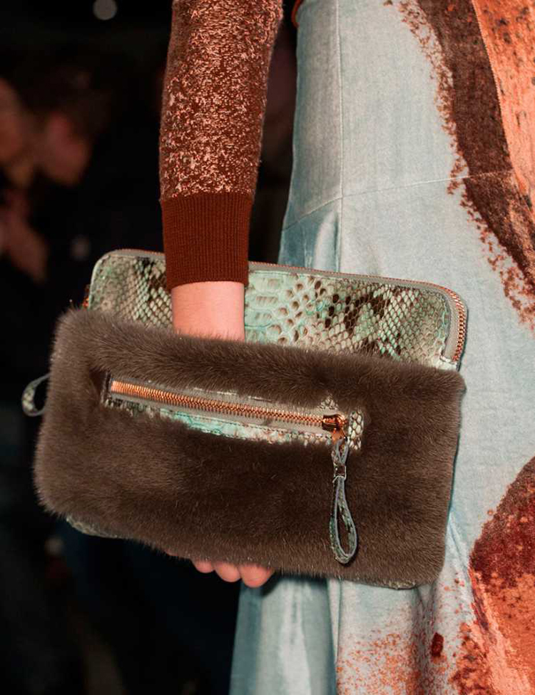 1394036655-john-galliano-clutch-pfw-2014__large.jpg