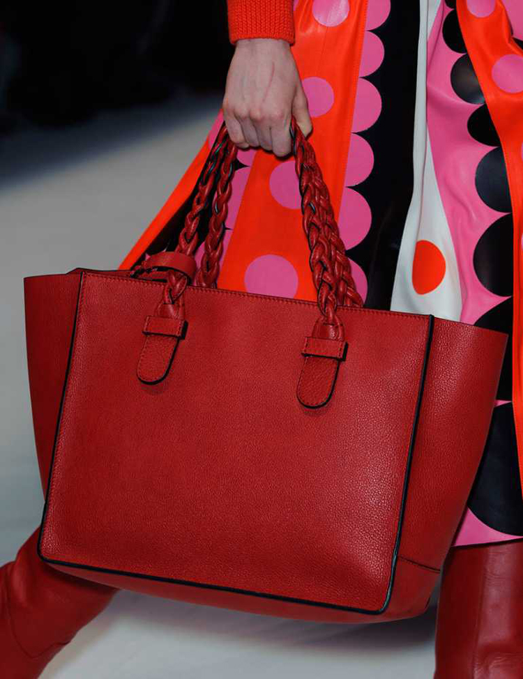 1394123775-valentino-red-bag-pfw__large.jpg