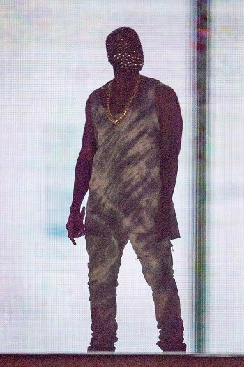 1409486472639_wps_17_Kanye_West_performs_durin.jpg
