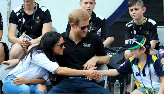 1st_official_pic_harry_meghan_03.jpg