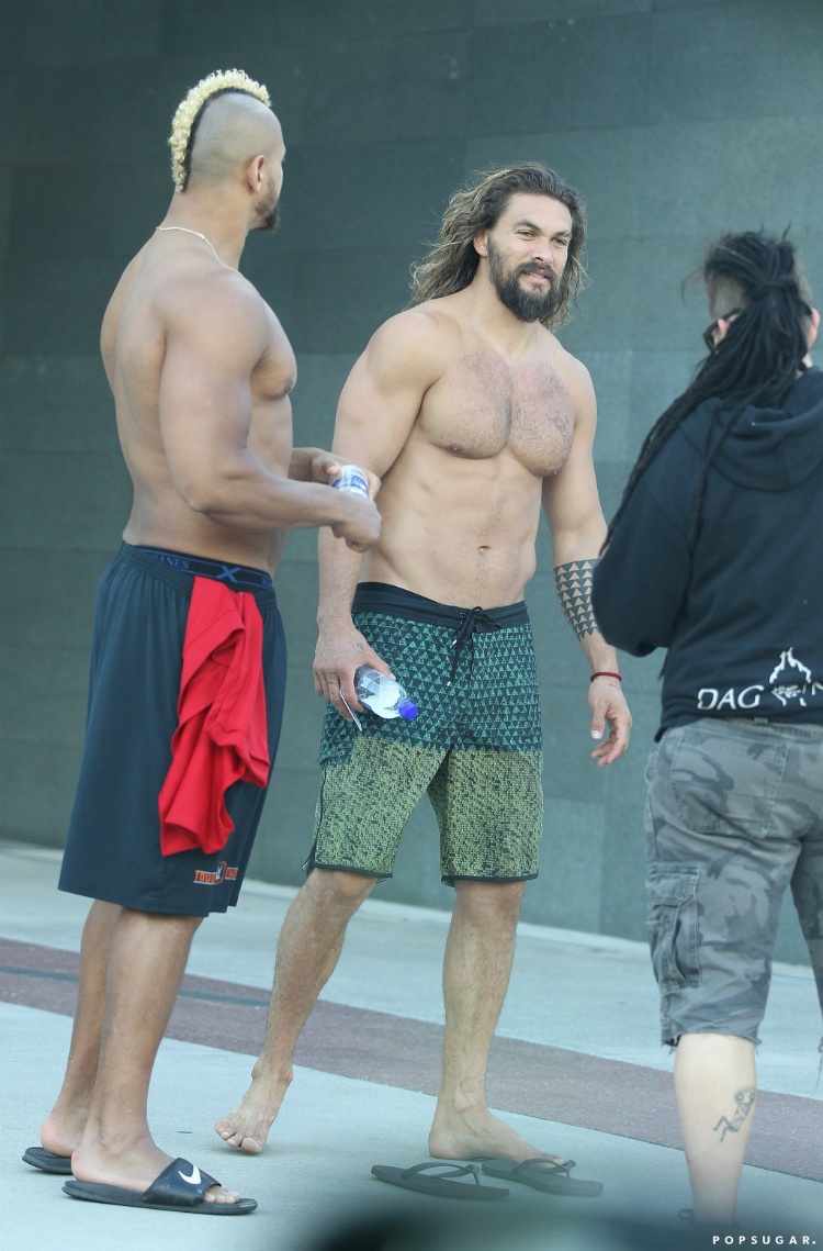 shirtless-jason-momoa-01.jpg