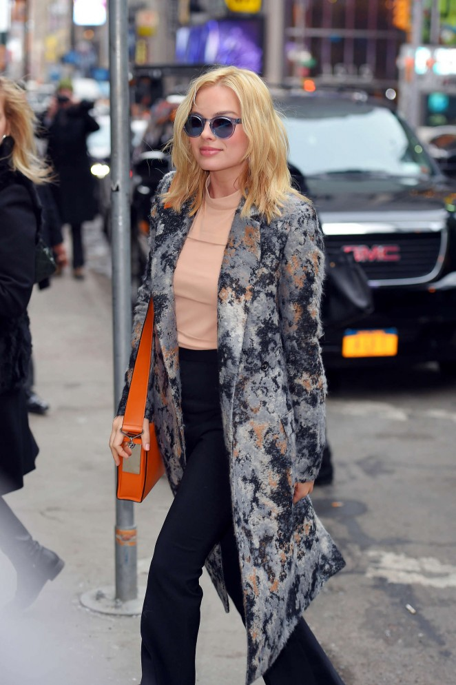 Margot-Robbie-Out-in-NYC--03-662x994.jpg
