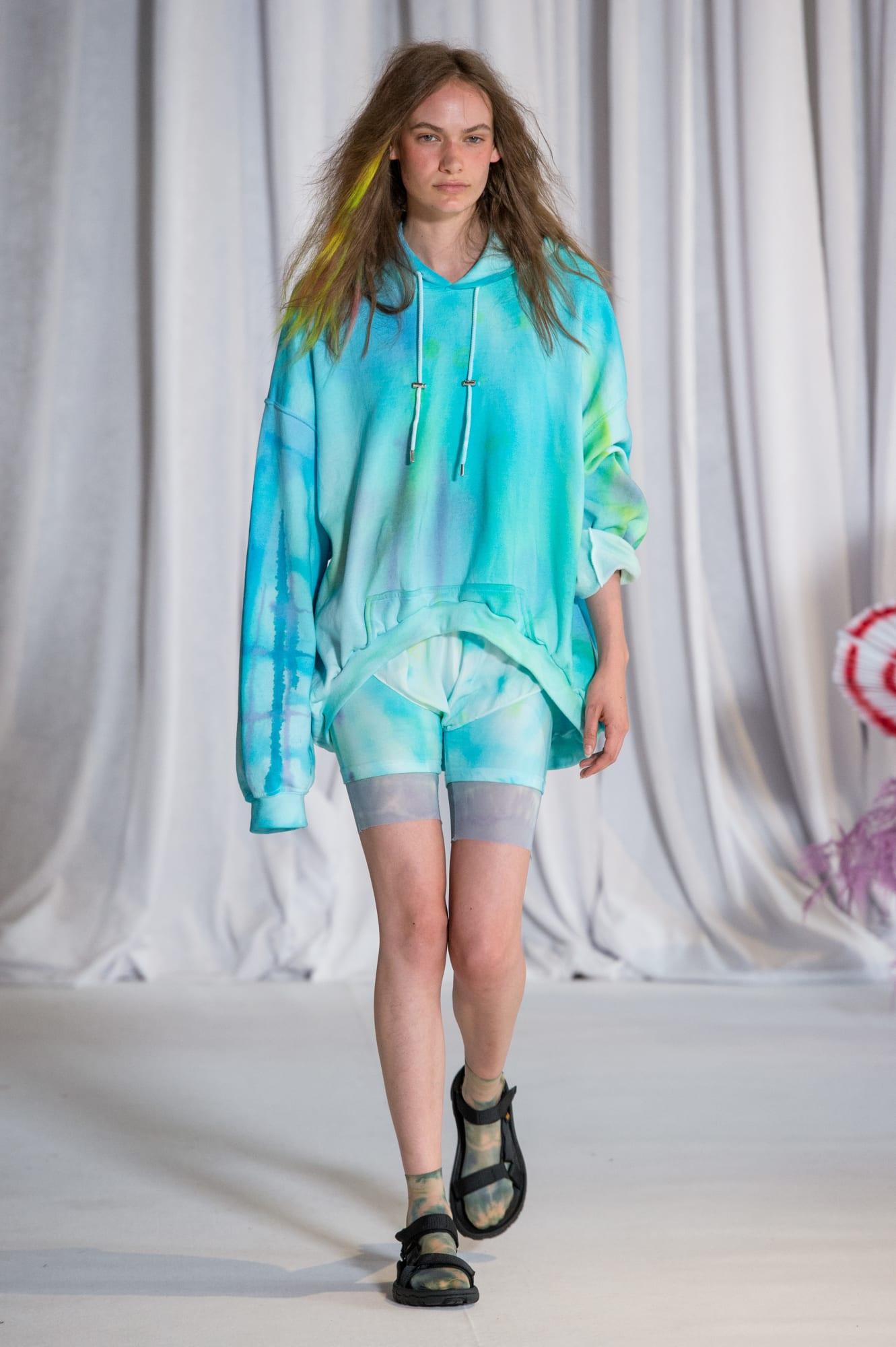 fashion-week-spring-2019-trend-bike-shorts-collina-strada-2.jpg