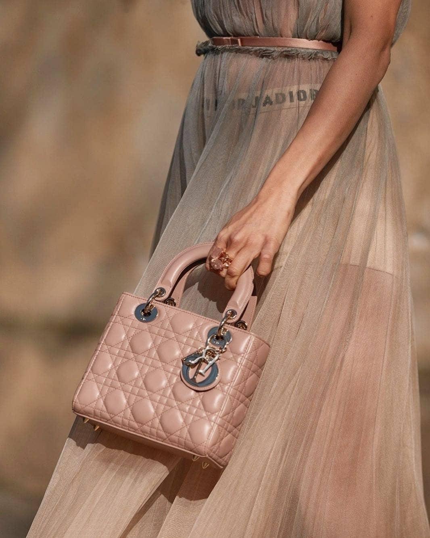 fashion____daily____2_4_2019_1_16_12_593.jpg