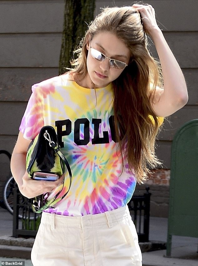 11667952-6868743-She_s_a_natural_Gigi_raked_her_golden_brown_locks_back_with_her_-a-37_1553986274633.jpg