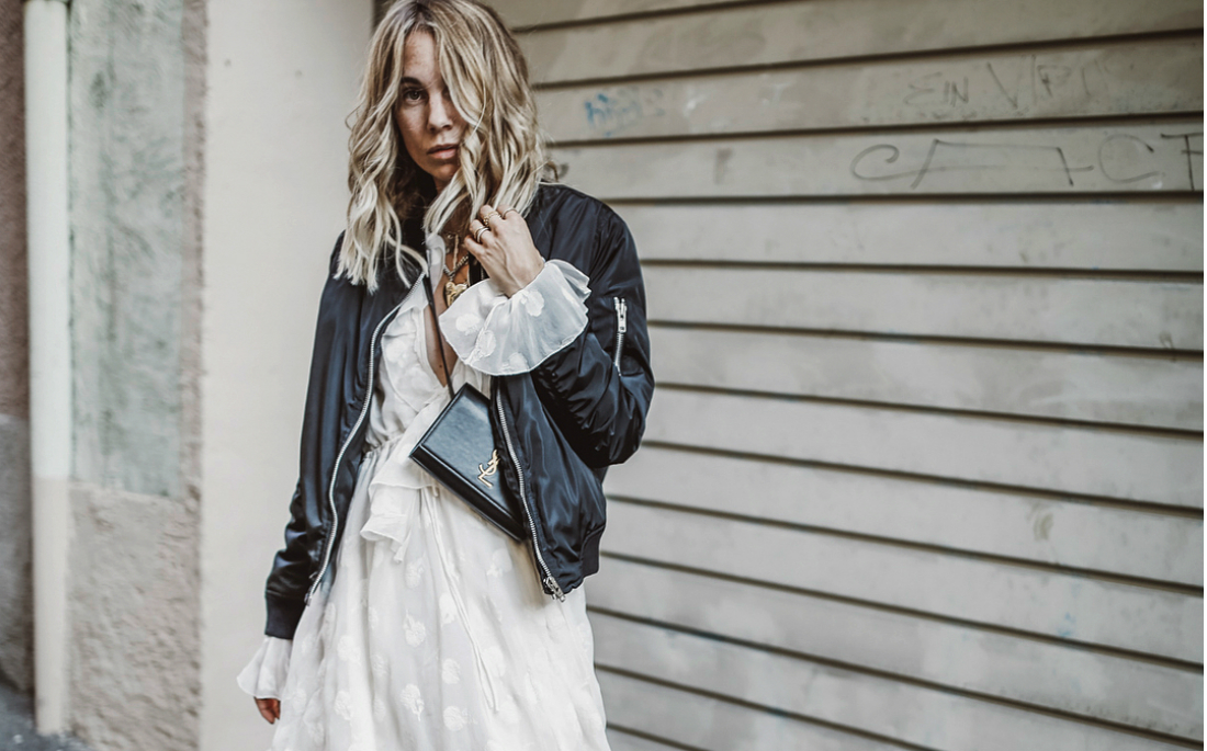 96e9cf21db82 Τα καλοκαιρινά σου φορέματα έχουν φθινοπωρινή διάθεση - AllYou.gr