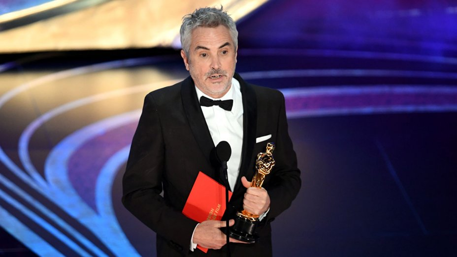 alfonso_cuaron_accepts_the_foreign_language_film_award_for_roma_onstage-oscars_2019-getty-h_2019__1.jpg