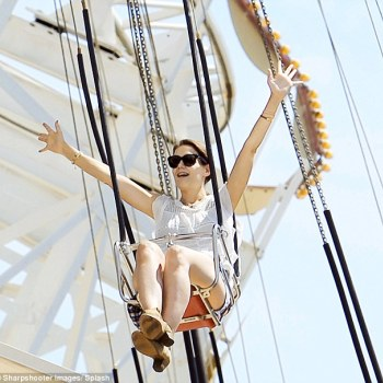 2A1AEFF500000578-3144390-Later_on_the_actress_was_seen_enjoying_the_swings_at_California_-a-83_1435663508328_53306.jpg