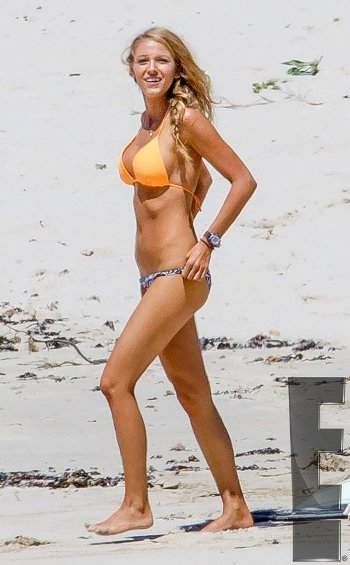 blake_lively_with_bikini_db82a (1).jpg