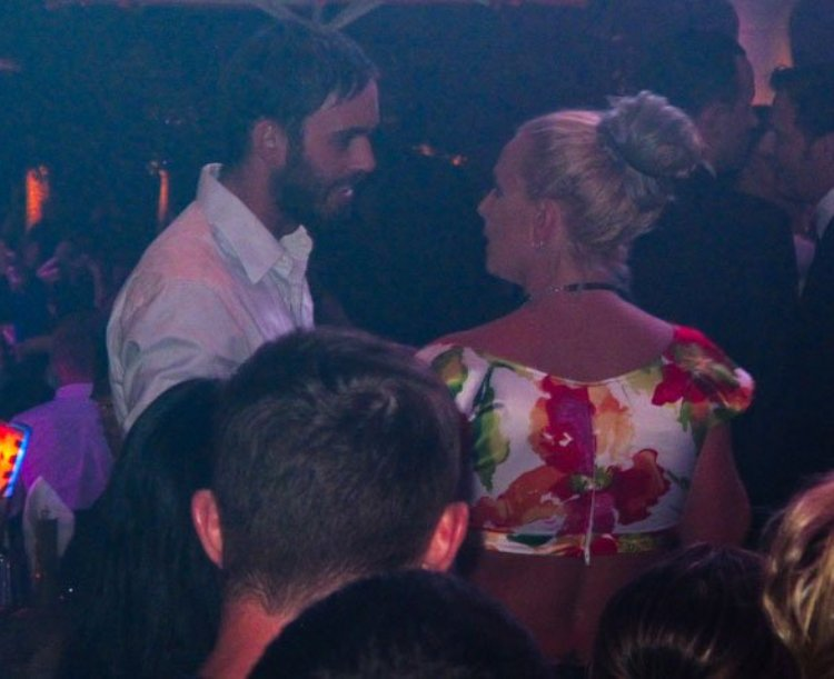 britney-spears-cade-hudson-las-vegas-party-01_3b873.jpg