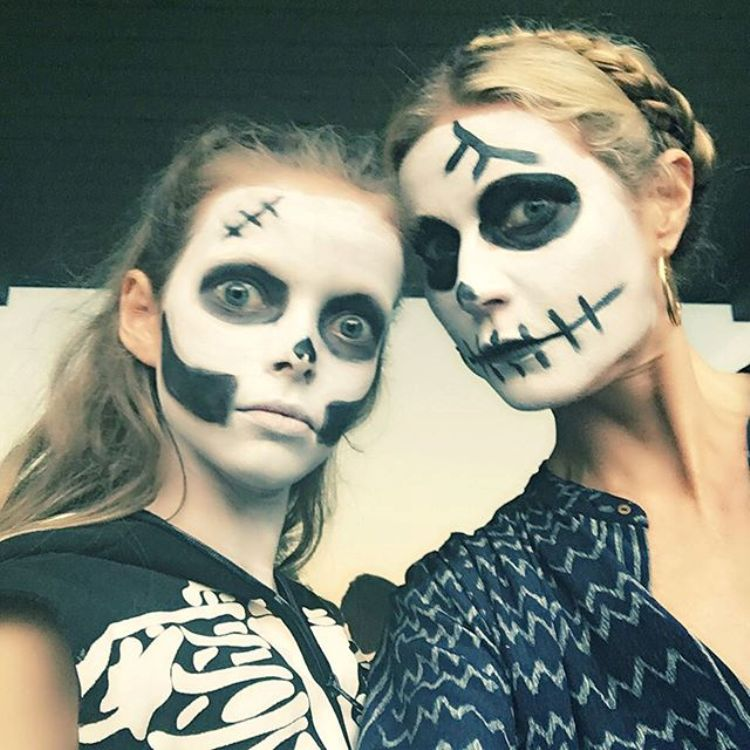 halloween_gwyneth_paltrow_with_apple_2015_bb61d.jpg