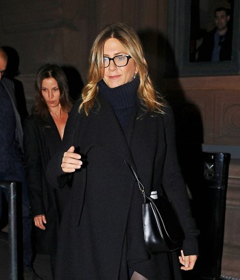 jennifer-aniston-catches-hamilton-on-broadway-02_177bb.jpg