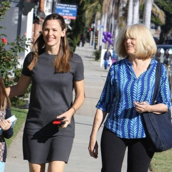jennifer-garner-ben-affleck-mother-pregnant-baby-bump-006.jpg