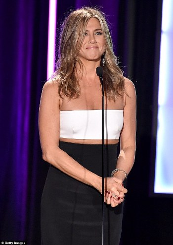 jennifer_aniston_white_crop_top_fd694.jpg