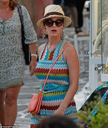 katy-perry-mykonos4.jpg