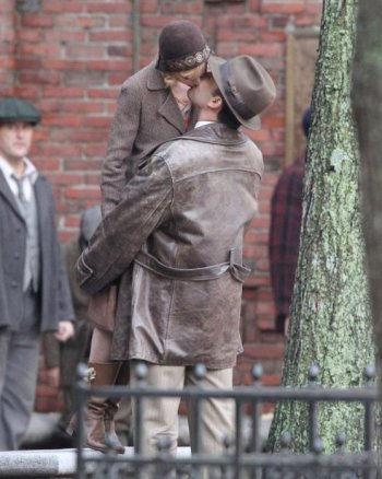 sienna-miller-ben-affleck-kiss-movie-set-boston-007_4ce4a.jpg