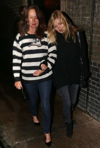 1413530603487_wps_13_Kate_Moss_stumbles_out_of.jpg