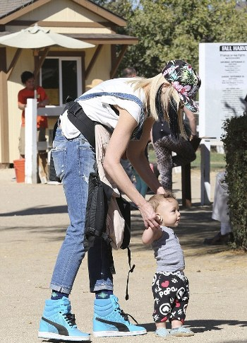 1414374955415_Image_galleryImage_Gwen_Stefani_and_Gavin_Ro.jpg